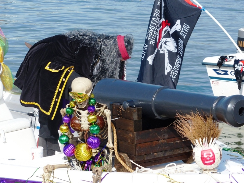 pirates-of-lost-treasure-mardi-gras-pirate-flotilla-2013_04