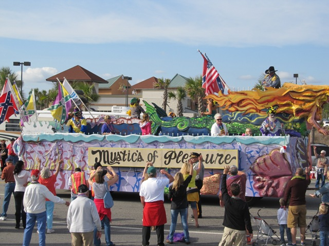 mardi_gras_day_parade_orange_beach_010
