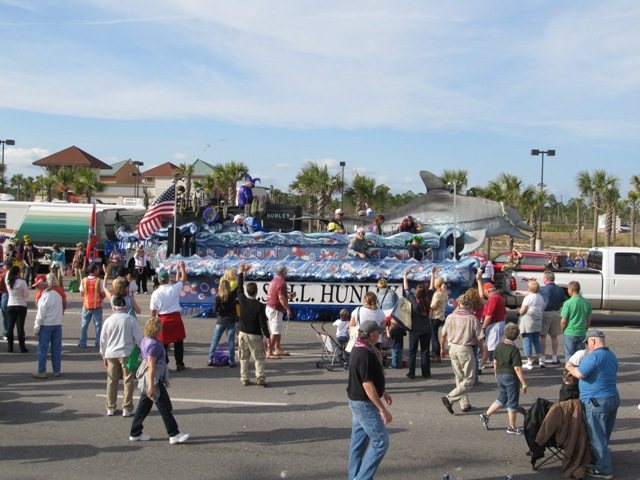 mardi_gras_day_parade_orange_beach_011