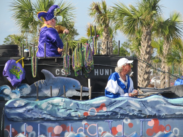 mardi_gras_day_parade_orange_beach_013