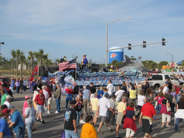 mardi_gras_day_parade_orange_beach_014