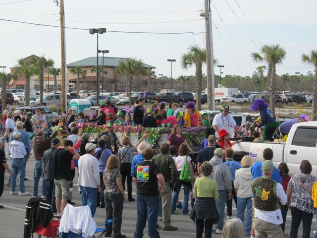 mardi_gras_day_parade_orange_beach_043
