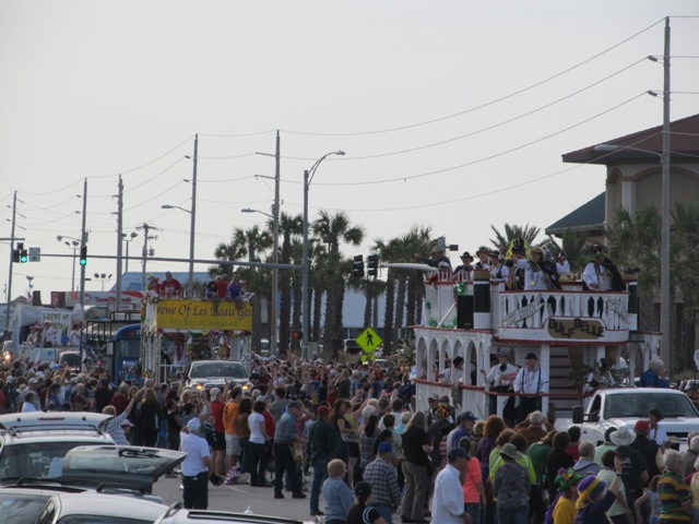 mardi_gras_day_parade_orange_beach_051