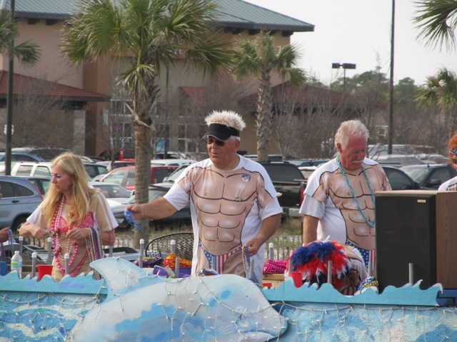 mardi_gras_day_parade_orange_beach_061