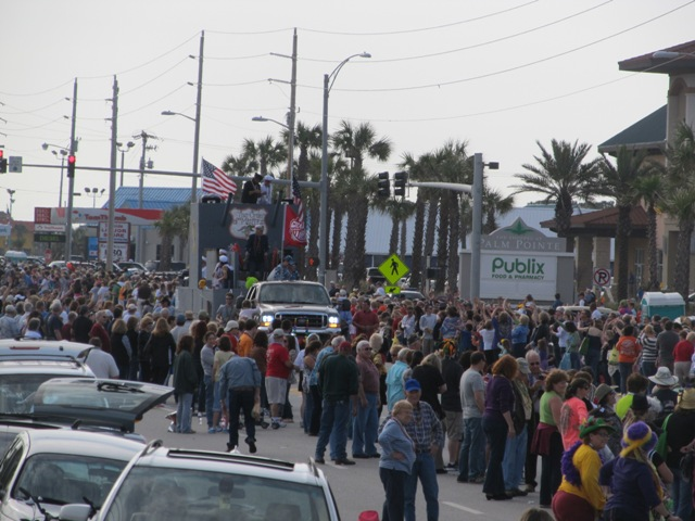 mardi_gras_day_parade_orange_beach_068