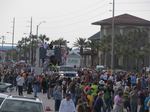 mardi_gras_day_parade_orange_beach_069