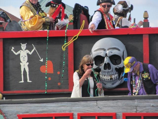 mardi_gras_day_parade_orange_beach_078