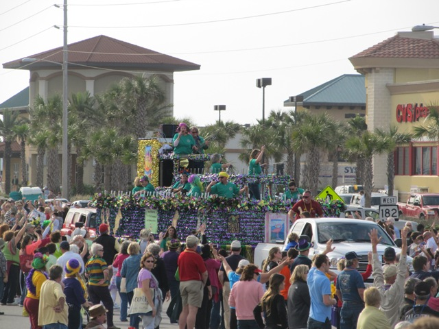 mardi_gras_day_parade_orange_beach_087