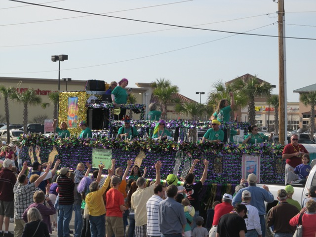 mardi_gras_day_parade_orange_beach_089