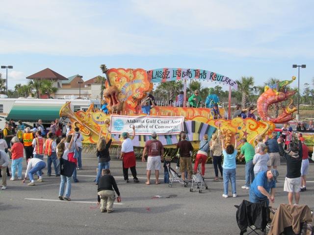 mardi_gras_day_parade_orange_beach_093