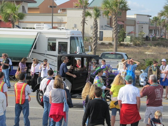 mardi_gras_day_parade_orange_beach_098